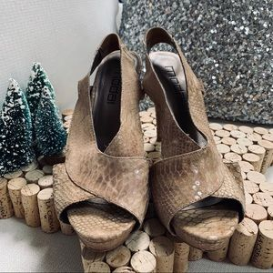 MODA International peep toe Leather Heels Sz 8.5M